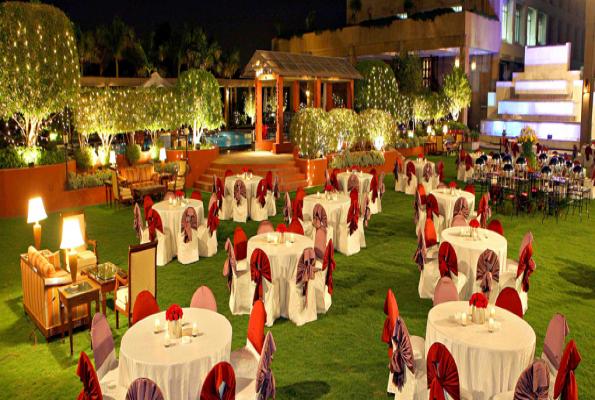 Poolside lawn at eros hotel in delhi nehru place photos for Decor international delhi